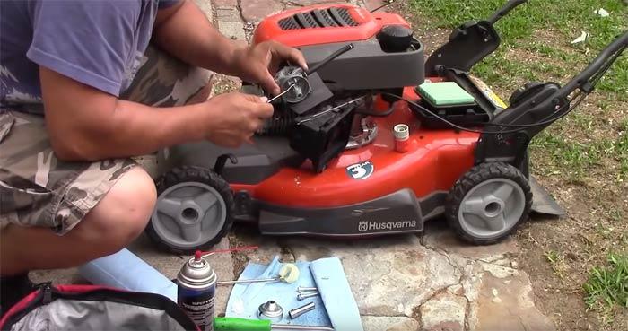como-reparar-un-cortacesped-de-gasolina