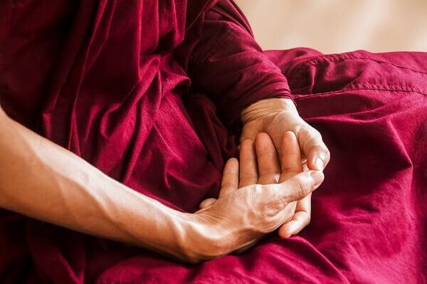 Postura de meditacion en flor de floto